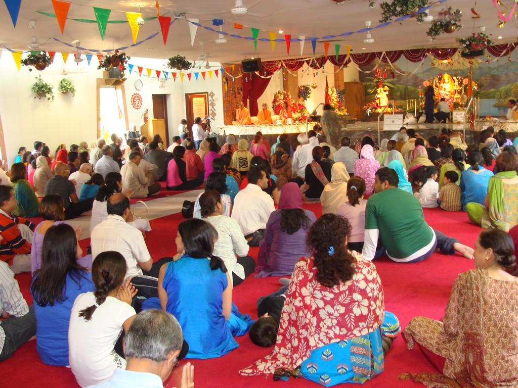 8-vaishnav-devi-mandir-missisauga-had-actually-opened-the-door-for-others
