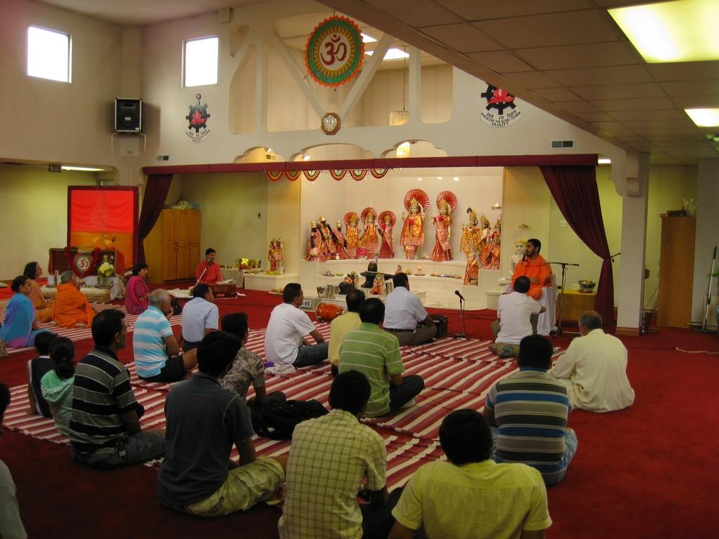 at-temple-hindu-sabha-london