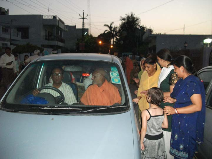 3rd June. Departing from Lucknow. Maharaj Ji sitting alongside Mr. Ashok Atti (in the driver\'s seat)