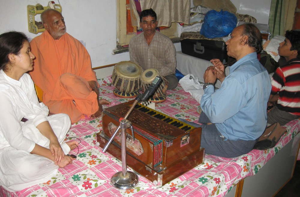 8th June. Dahod. Learning Ragas with Kapil Bhai (Lakhan Bhai helped with the tabla).