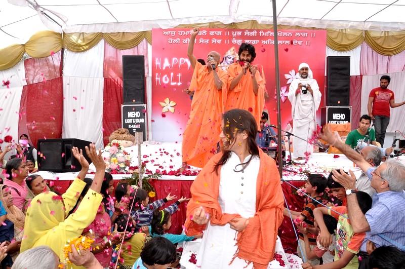 f-maharaj-ji-spreading-the-melody