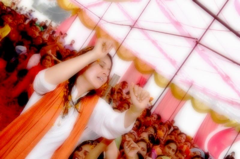 g-sadhwi-ji-imbibing-the-music