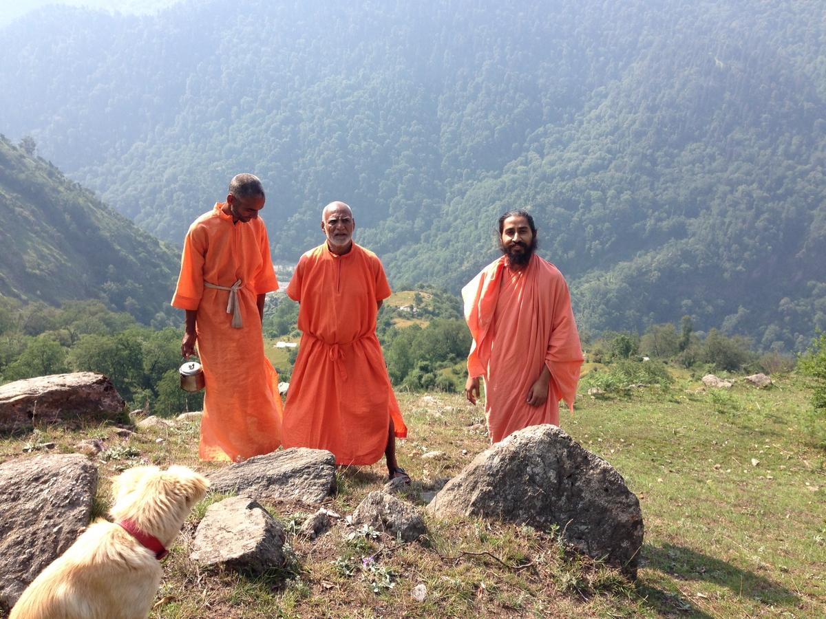 mahayogi-swami-buddh-puri-ji-maharaj-in-himalaya-with-his-disciples-3