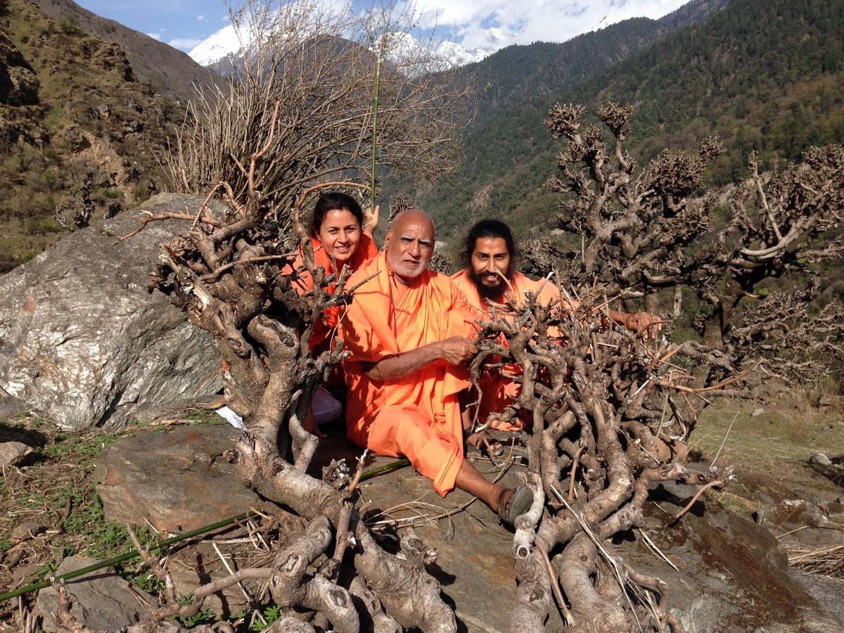 mahayogi-swami-buddh-puri-ji-maharaj-in-himalaya-with-his-disciples-4