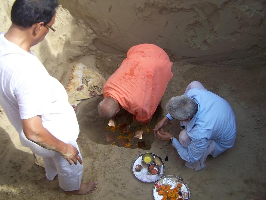 j-bhumi-pujan-by-maharaj-ji
