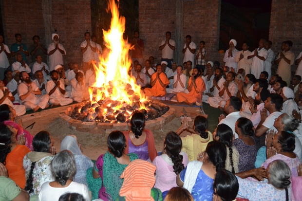 The construction of Yajnashala (Fire Practice House) is underway at the ashram. This sanctum spot in the immediate vicinity of Tripur Shiva Peetham was utilized first time for agni kriya during this camp.