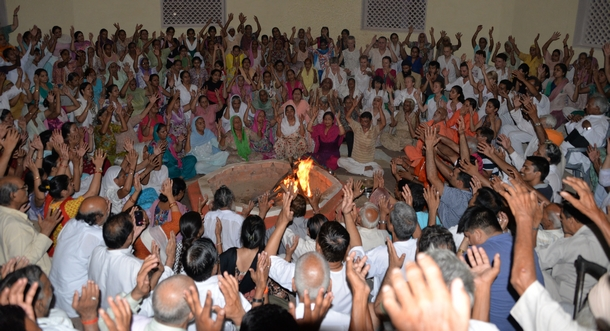 Agni Kriya sessions were held in the evening.