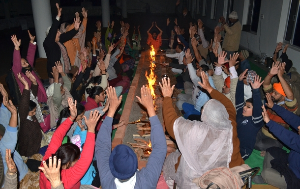 The powerful Agni Kriya session also took place on the evening of 25th January, on the eve of Barsi.