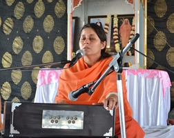 """Sadhwiji's discourse encapsulated the message from Gurbani, """"Sell your mind to the Satguru."""""""