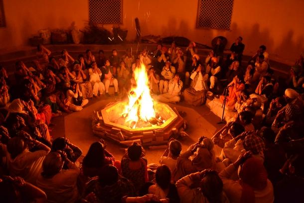 Lighting the inner fire in a session of Agni Kriya