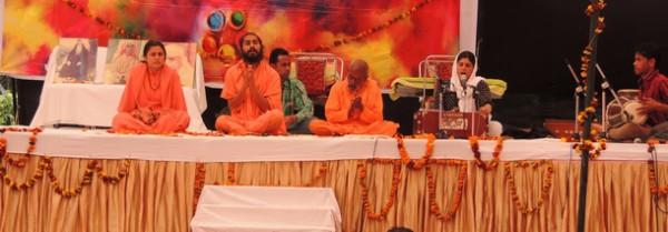 Swamiji and Sadhwiji leading the celebrations of Holi on March 6 at Maloya, Chandigarh.