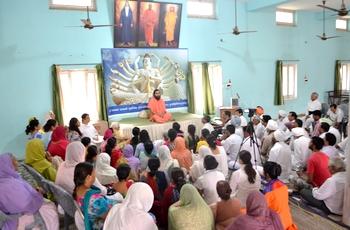 Talks on spirituality by Swami Suryendu Puri Ji during the shivir.