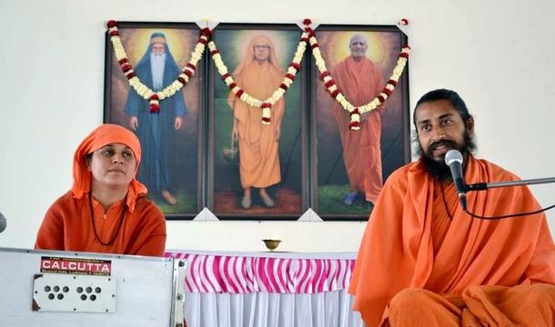 Nirvana Divas S. Dyalu Puri G_ Sadhviji and Swamiji
