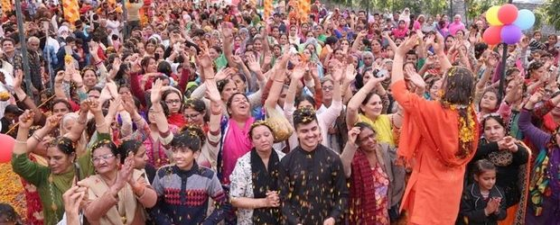 March 12, Maloya, Chandigarh: Like every year, the devotees of Chandigarh were at full swing to celebrate yet another Holi embellished with love, devotion and enthusiasm. Both Swami Suryendu Puri […]