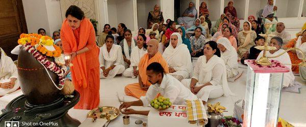 "March 11, 2021 :- Glimpse from Mahashivratri Poojan-Aarti    Naamkaran Samskar by Sri Maharaj Ji – ""Sudhanshu"", ""Kapilesh"", ""Ramyaanshi"" respectively."